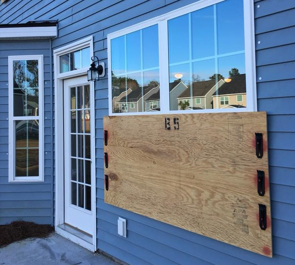 Anchor Location for Vinyl Window for Effective Hurricane Protection